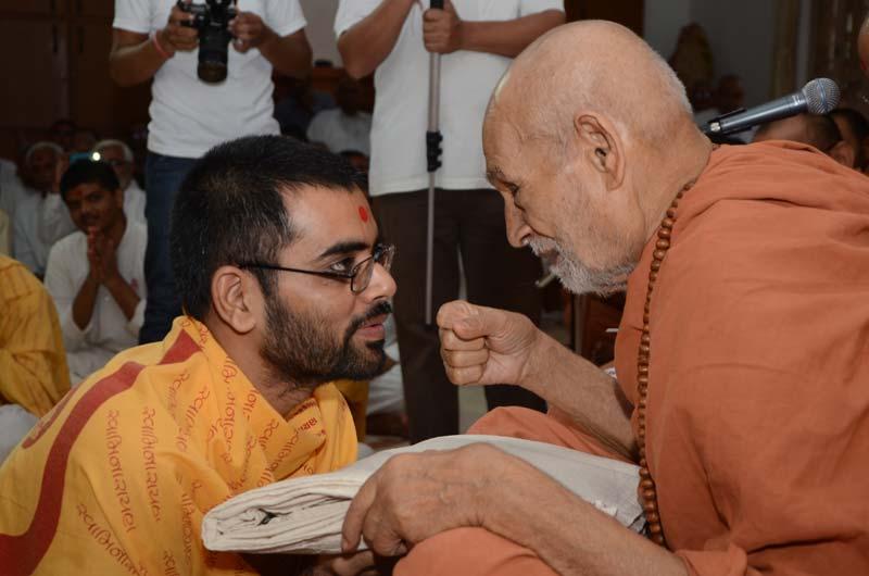 Sadhak & Parshadi Dixa Vidhi - Swaminarayan Dham
