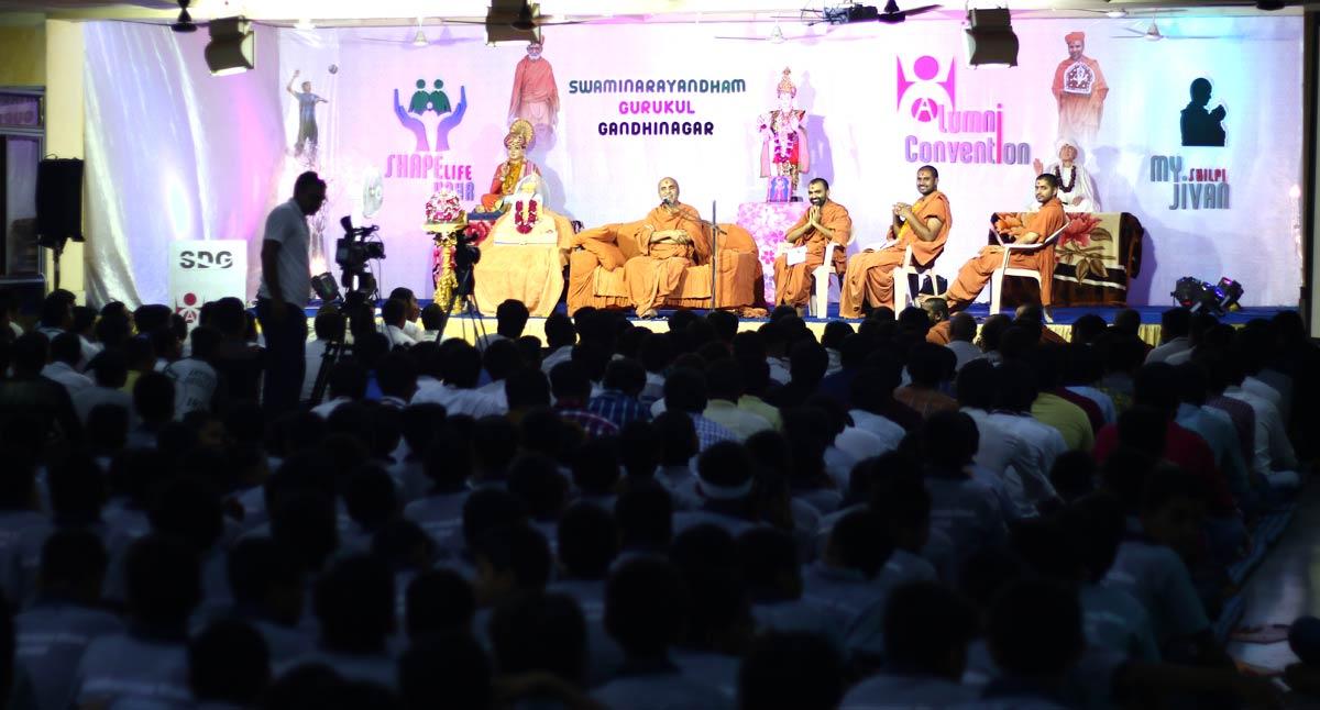 Bhutpurv Vidhyarthi Samaroh - Swaminarayan Dham Gurukul