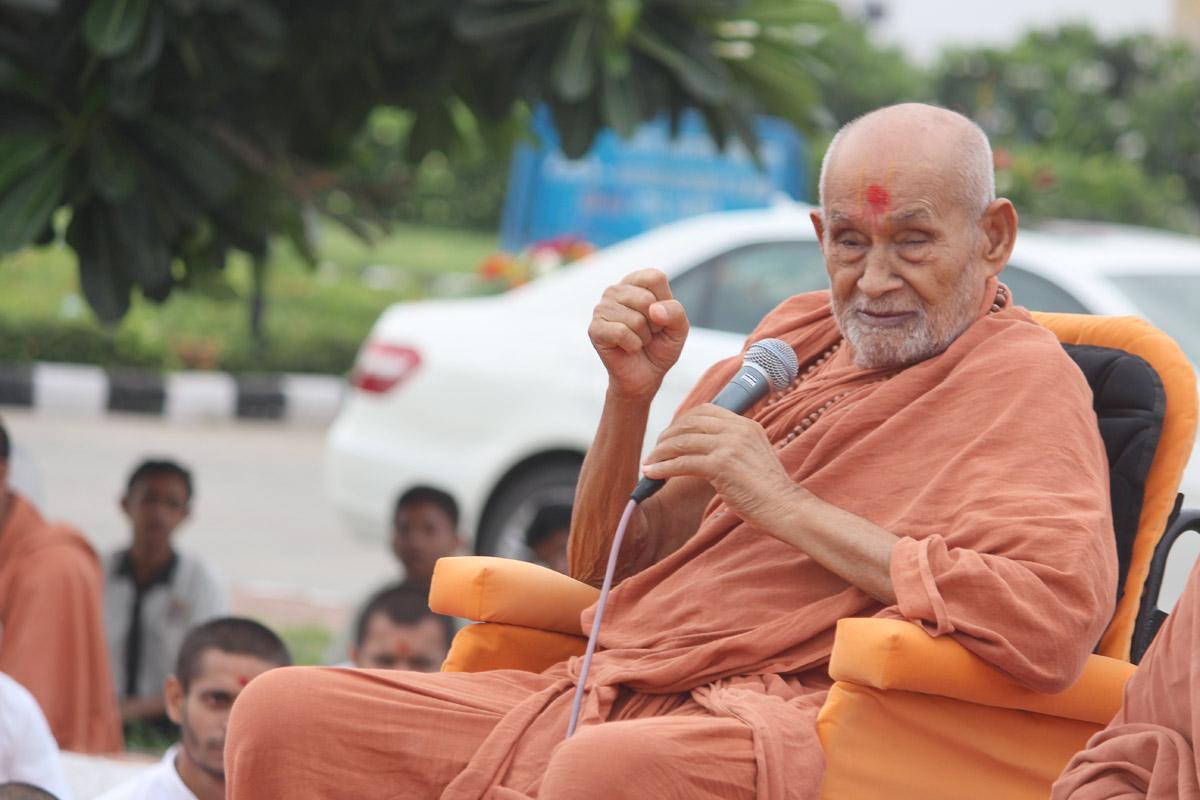 HDH Bapji and HDH Swamishri Videsh Gaman - 2016