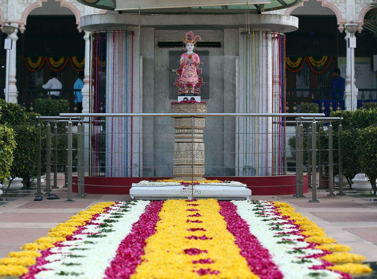 Chief Minister Shri Vijaybhai Rupani in Yuva Adhiveshan at Swaminarayan Dham