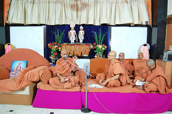 HDH Swamishri Vicharan - March-09
