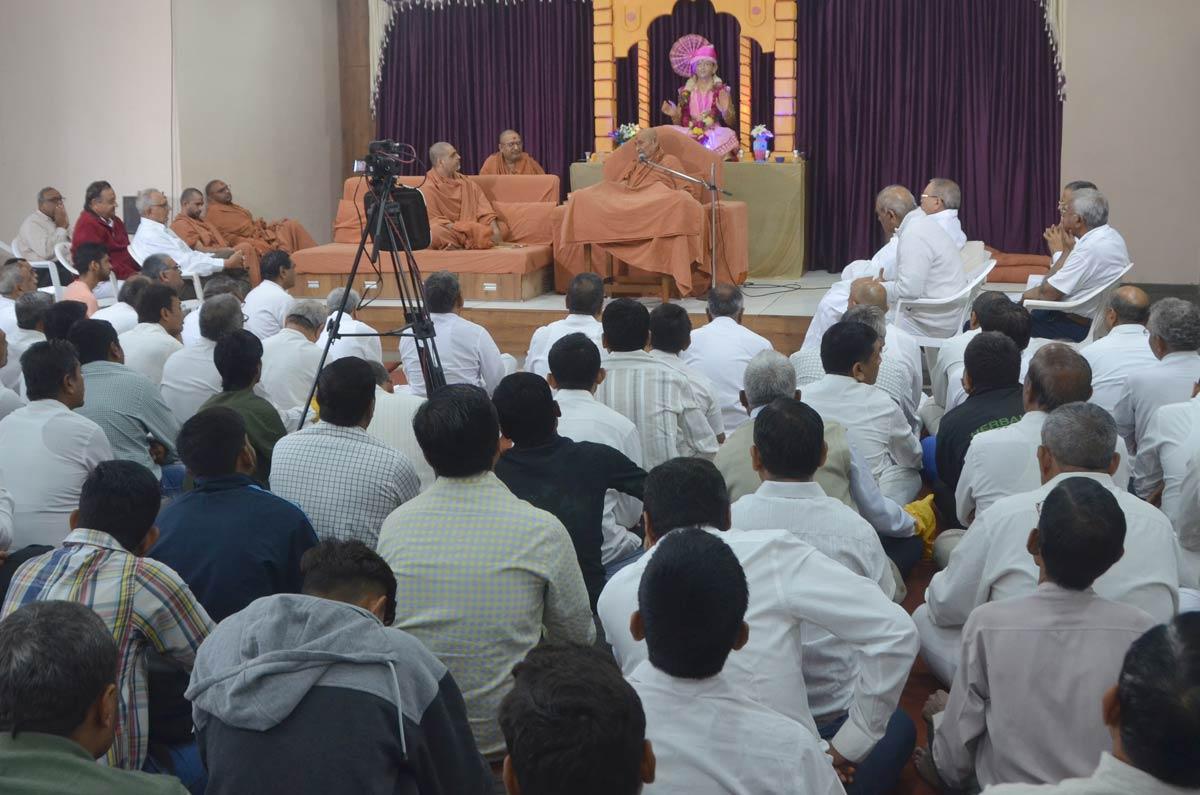 HDH Bapji Dhanurmas Sabha At Varachha,Surat.