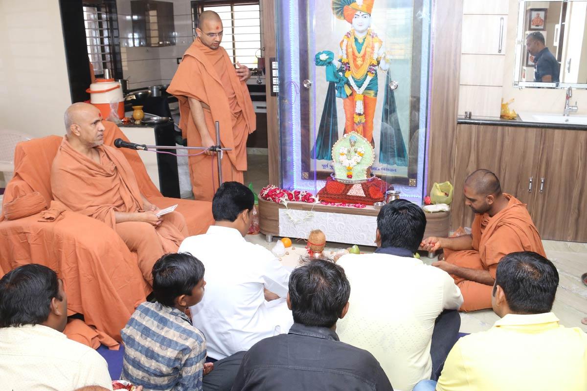 HH Swamishree Mahapooja At Himmatnagar