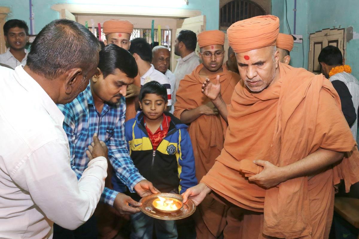 HH Swamishree Padharamani At Prantiya,Gandhinagar.