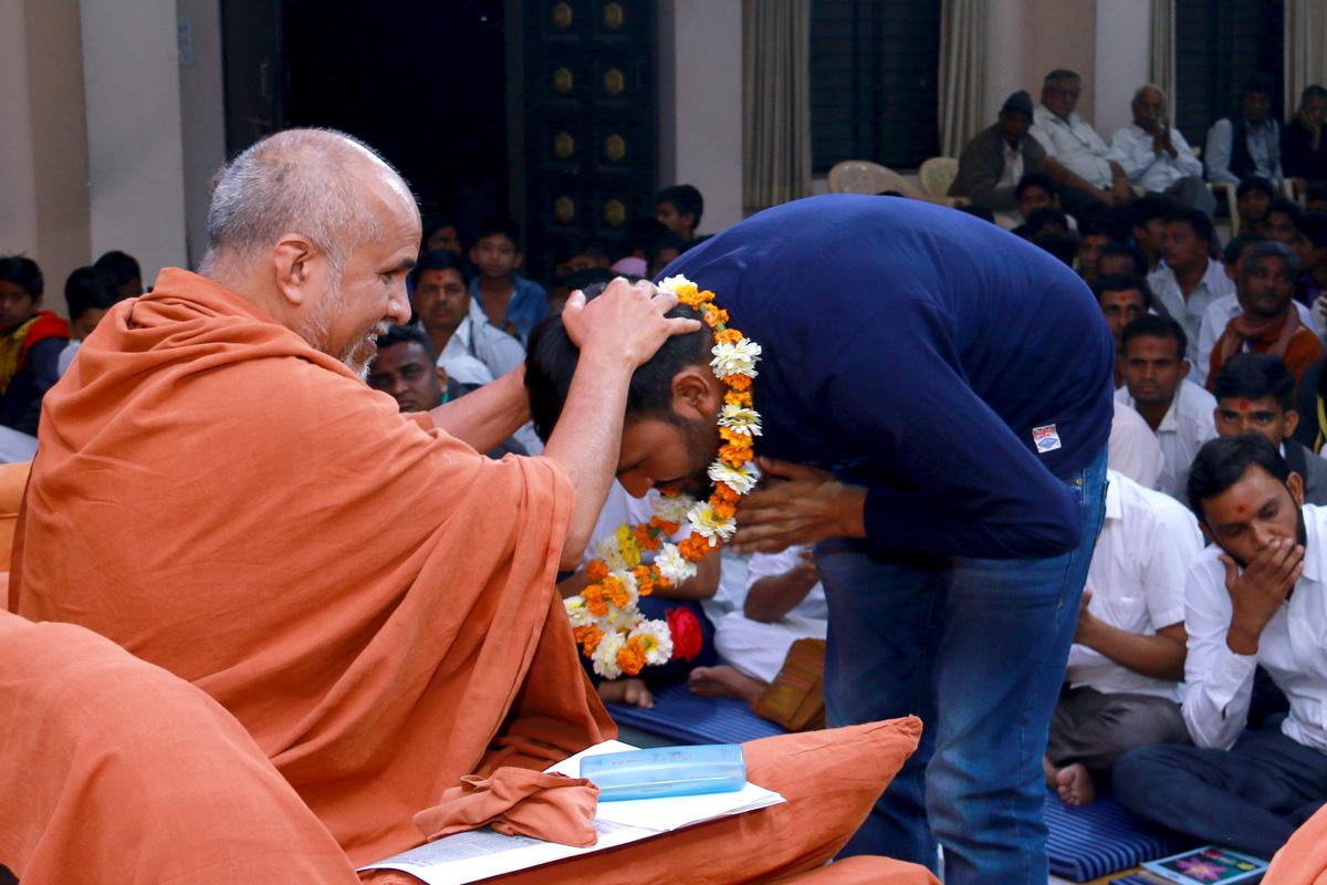 HH Swamishree Kishor Sabha At Godhara.