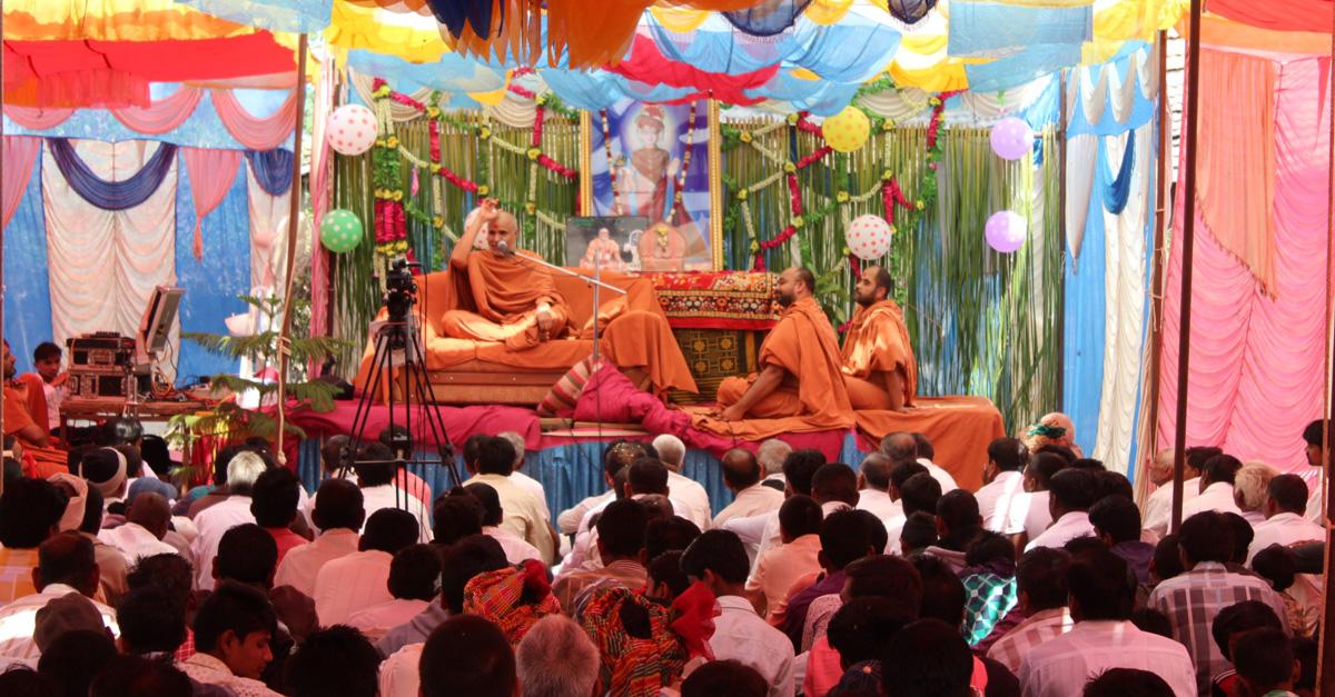HH Swamishree Jaher Sabha At Godhar.