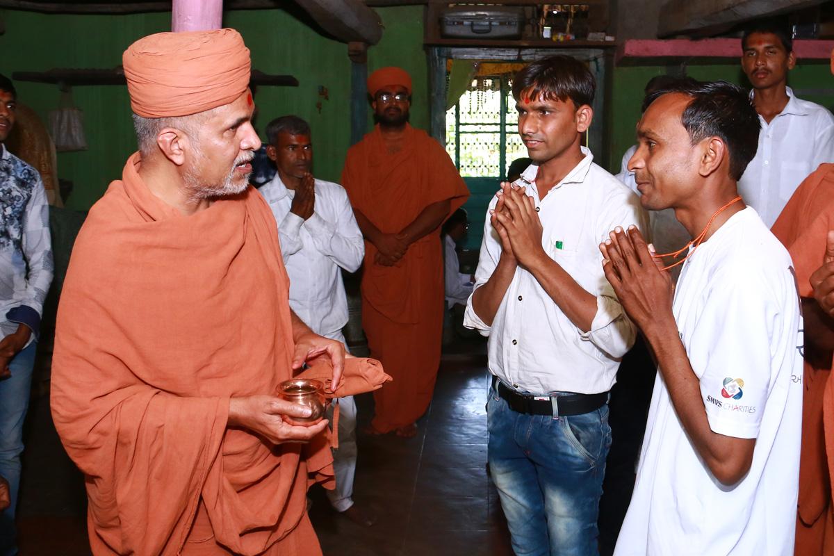 HH Swamishree Padharamani At Godhar.
