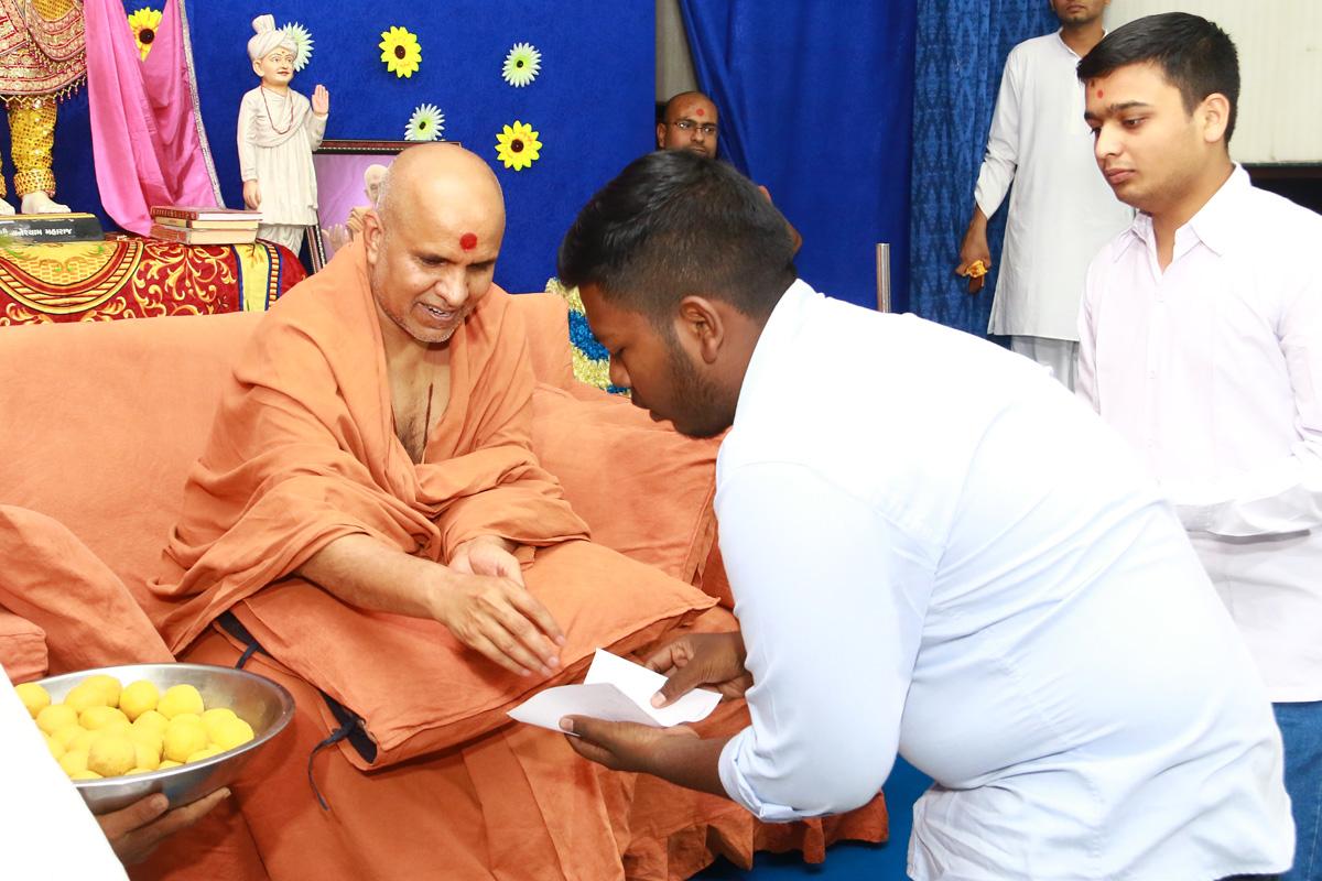 HH Swamishree Pratah Sabha At Baroda.