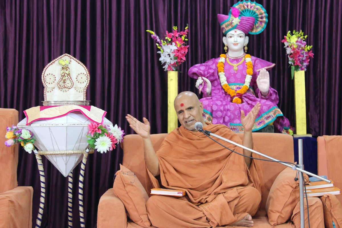 HH Swamishree Pratah Sabha At Varachha Surat.