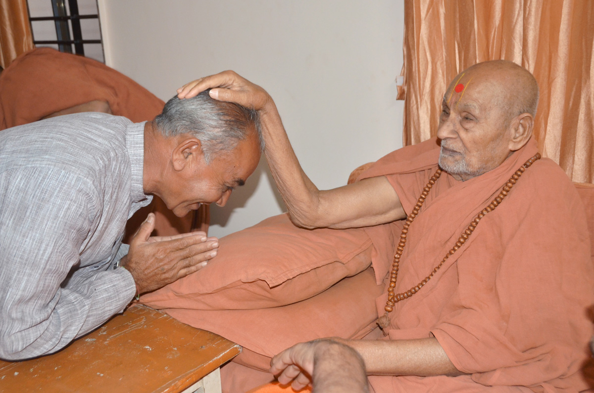 Param Pujya Bapji blessing to joyous devotee.