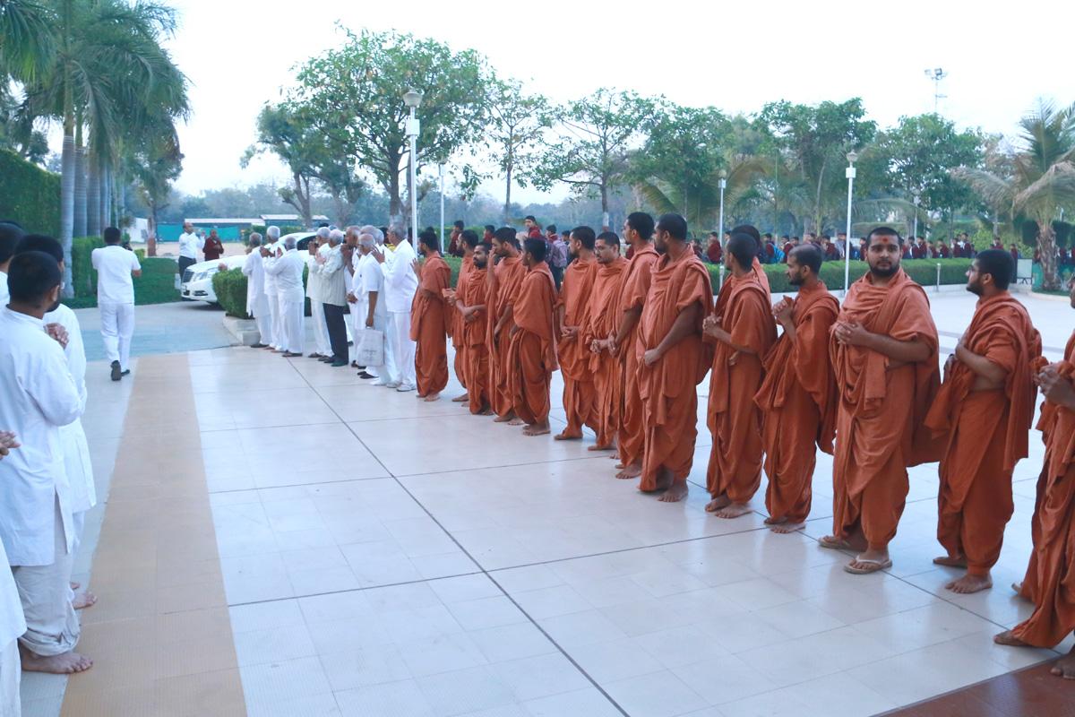 HDH Bapji Pratah Sabha At Swaminarayan Dham - Gandhinagar.