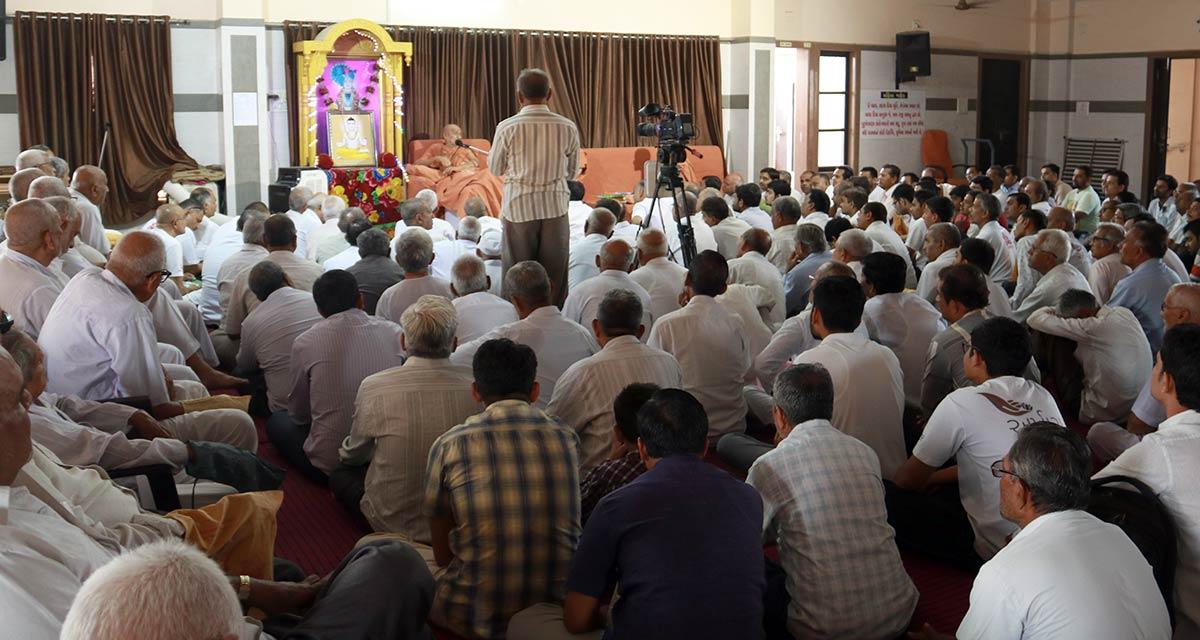 HDH Bapji Vicharan - Ghanshyamnagar