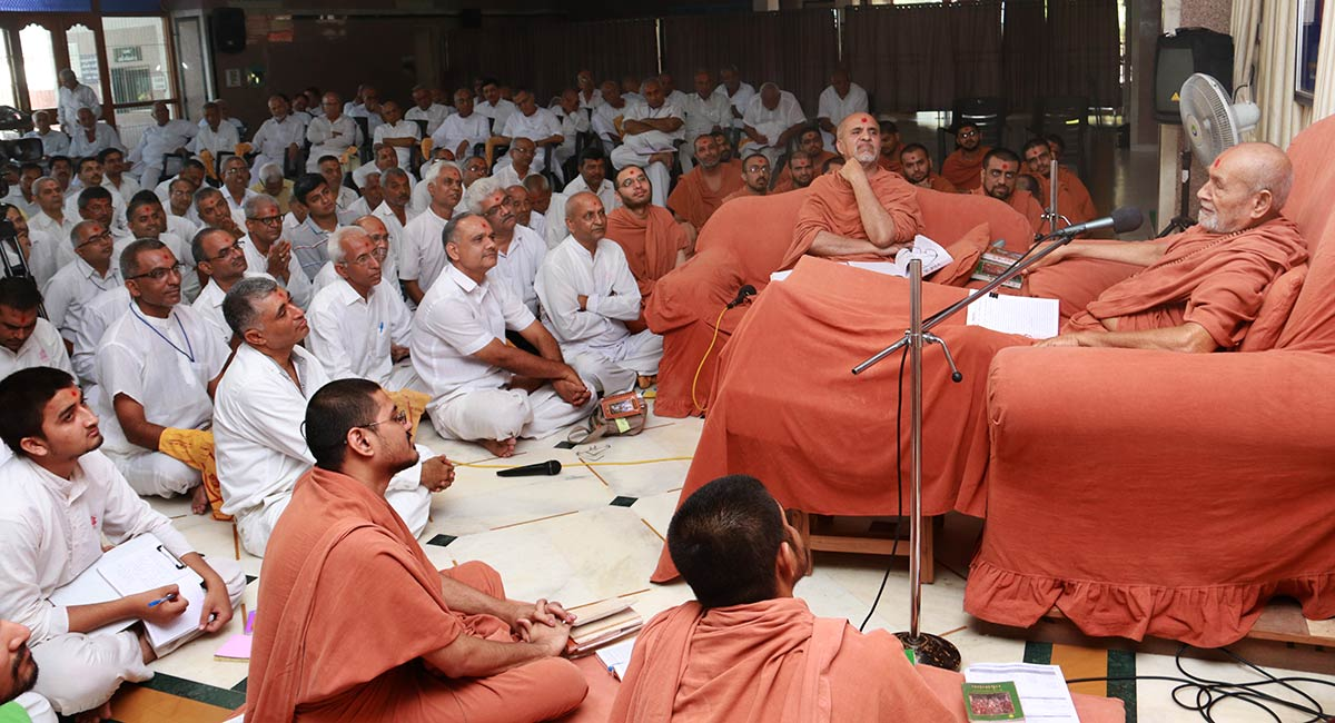HDH Bapji Vicharan - Swaminarayan Dham, Gandhinagar