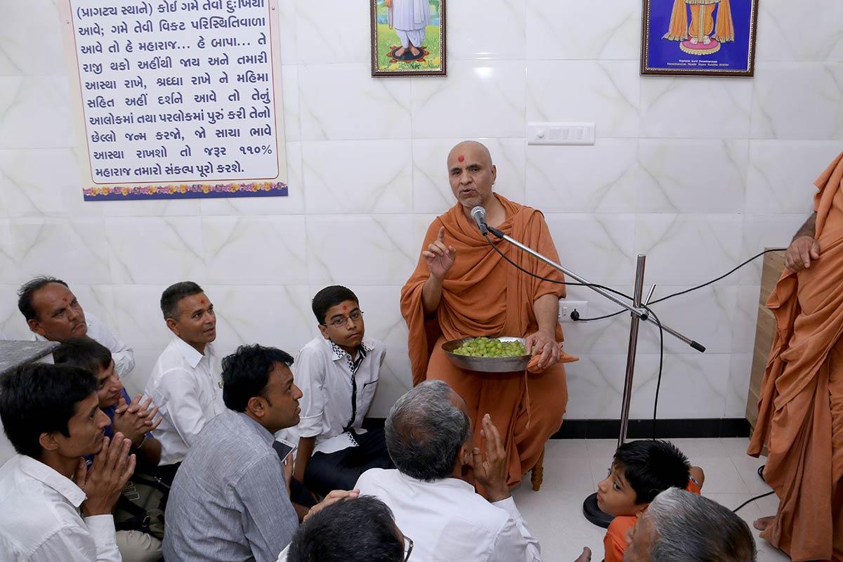 HH Swamishree Vicharan - Baladiya, Bhuj
