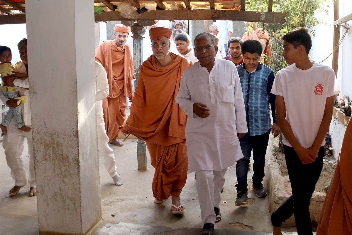 HH Swamishree Vicharan - Rapar,Bhuj