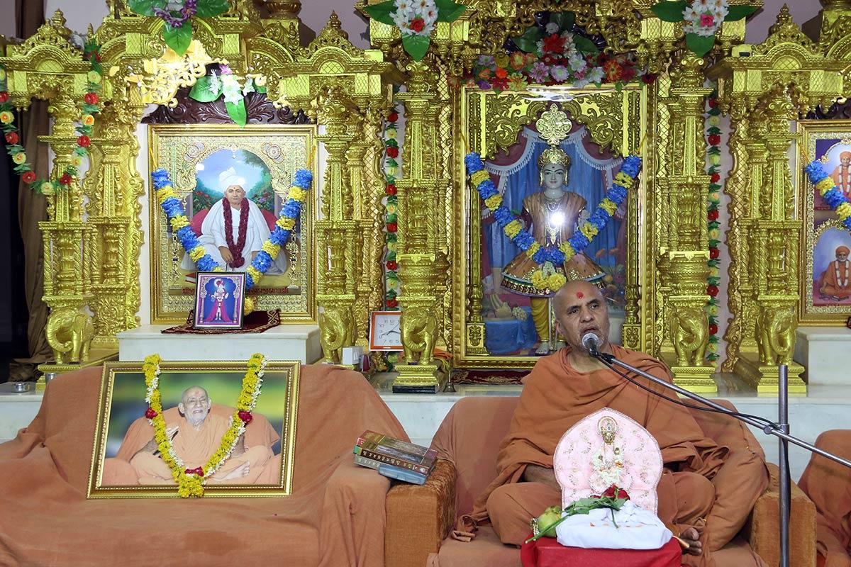 HH Swamishree Vicharan - Patan