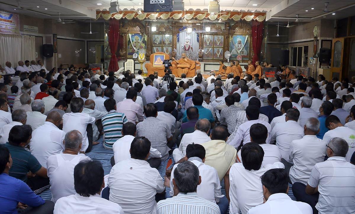 HH Swamishree Vicharan - Swaminarayan Dham Samaiyo,Gandhinagar