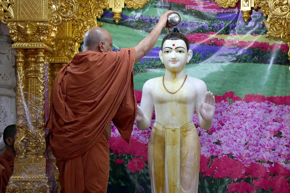 HH Swamishree Vicharan - 5th Patotsav - Mahesana