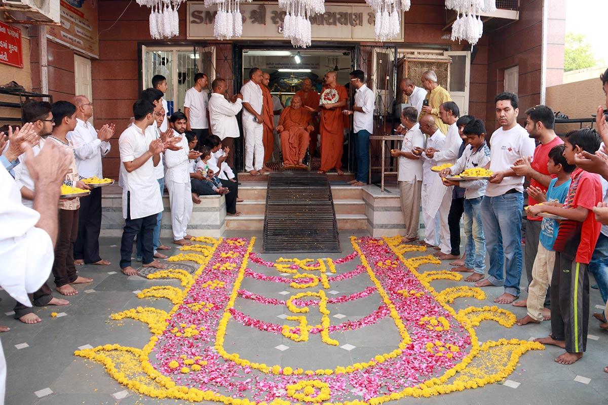 HDH Bapji Vicharan - Isanpur