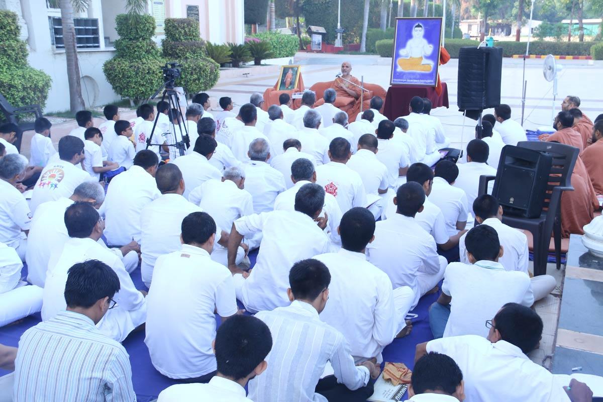 HH Swamishree Vicharan -  AYP Camp,Swaminarayan Dham,Gandhinagar.
