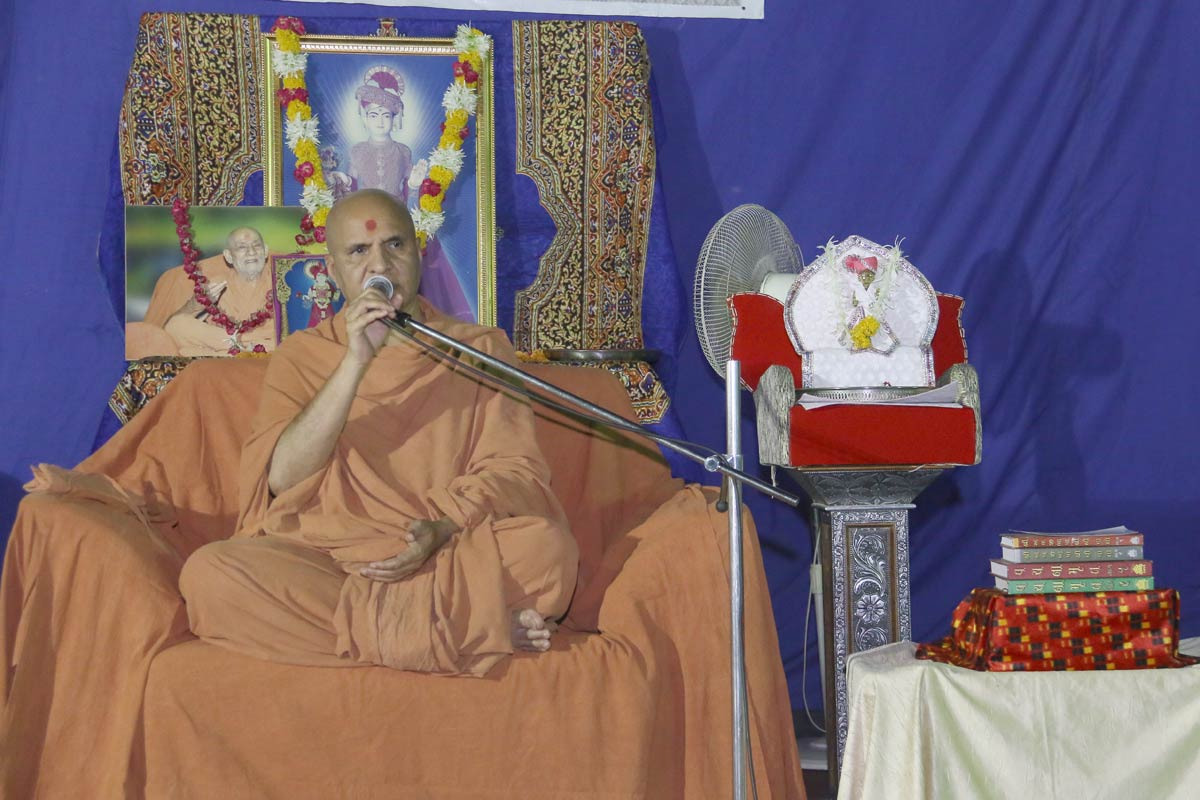 HH Swamishree Vicharan -  Anand