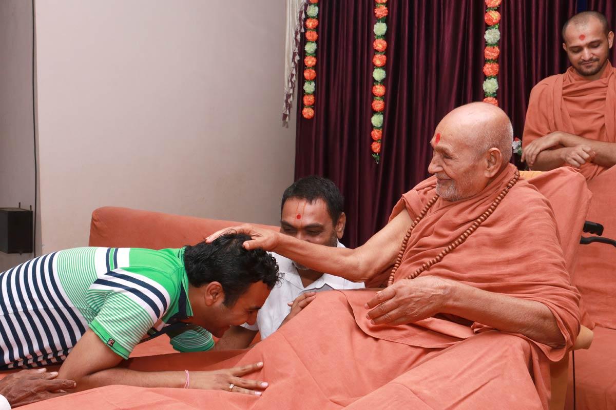 HDH Bapji Vicharan -  Surat