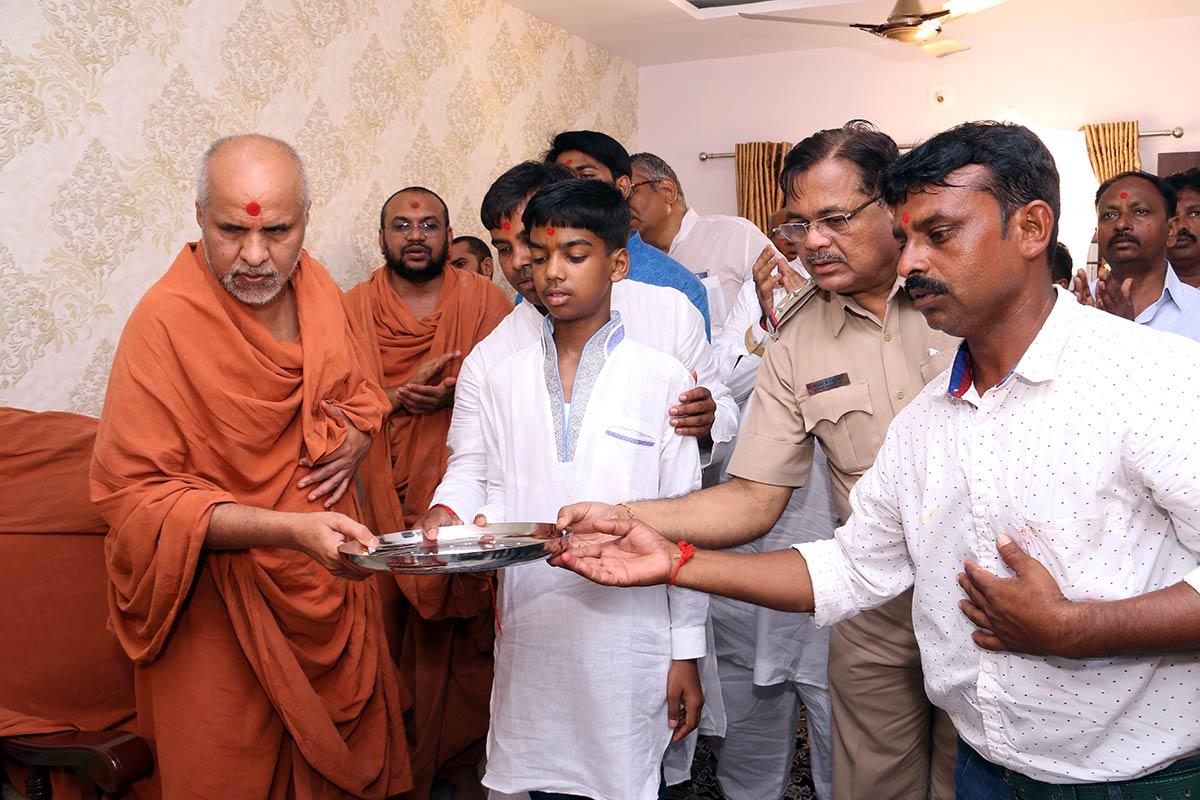 HH Swamishree Vicharan - Ankleshwar