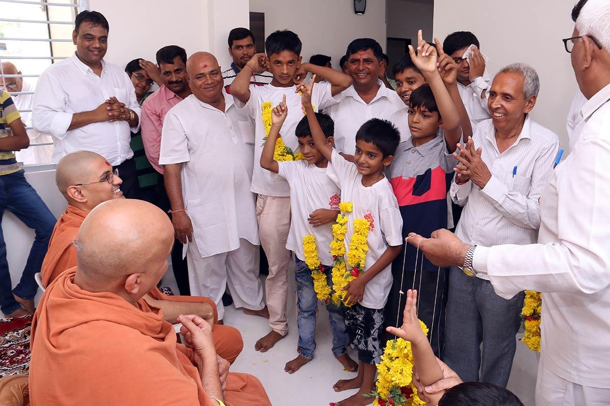 HH Swamishree Vicharan - Ghanshyamnagar