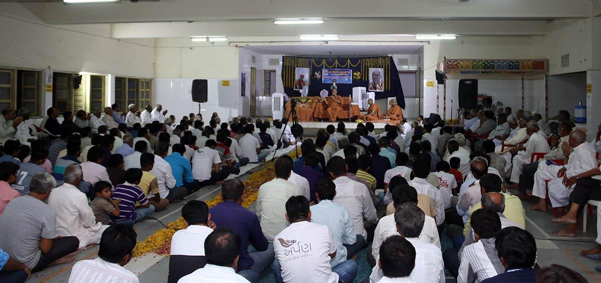 HH Swamishree Vicharan - Sanand