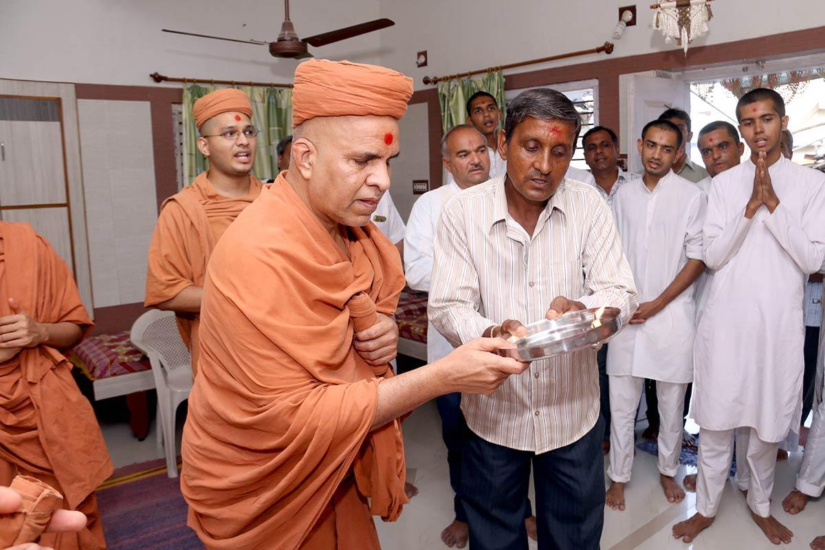 HH Swamishree Vicharan - Viramgam