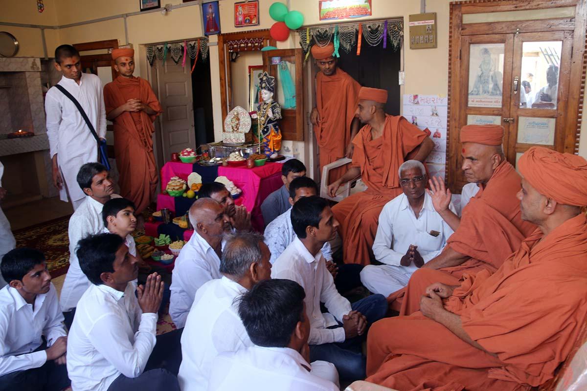 HH Swamishri Vicharan - April 2019 (1st April to 15th April)