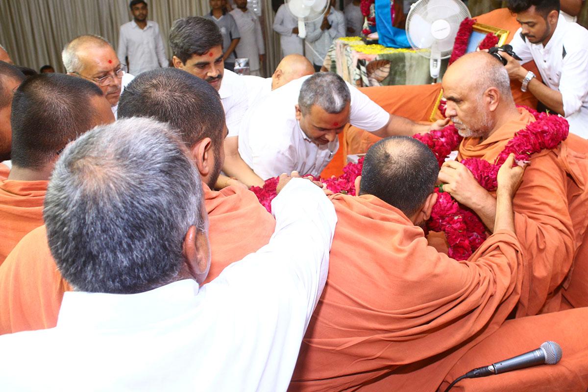 Guru Purnima Celebration 2019 - Swaminarayan Dham Gurukul