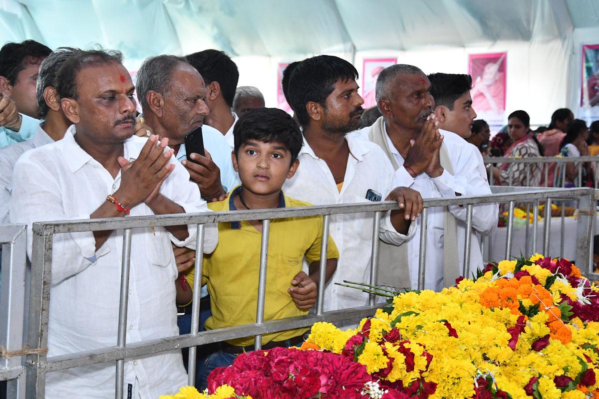 HDH Bapji Divya Darshan