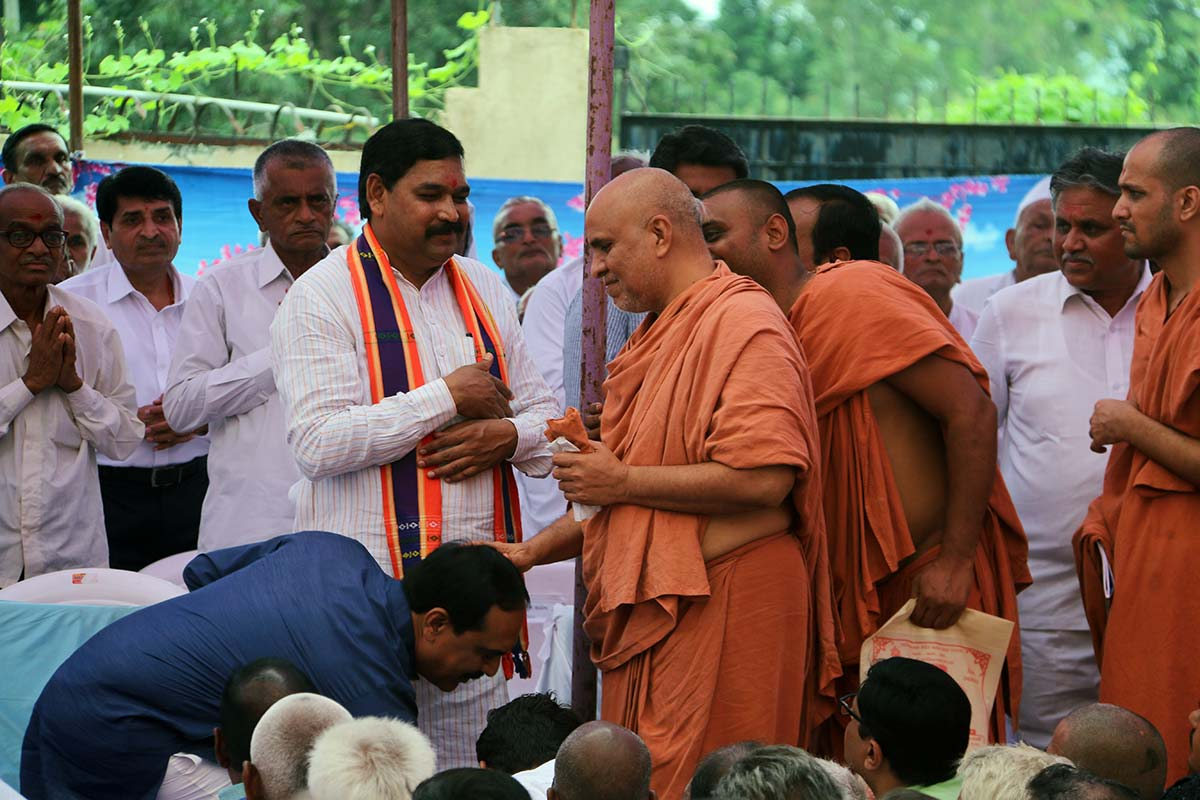 HDH Bapji Divyanjali Sabha - Godhar