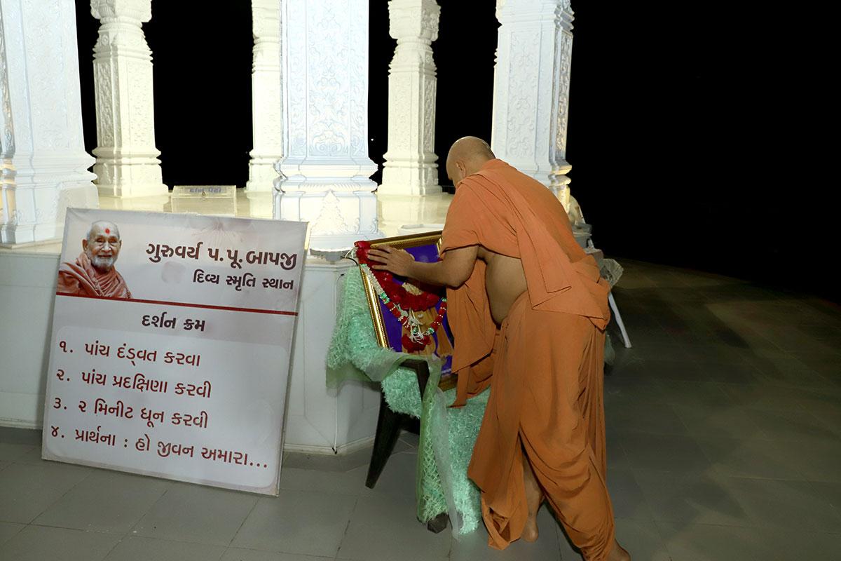 HDH Swamishri - Nutan Varsh - Anadimukta Pithika Darshan