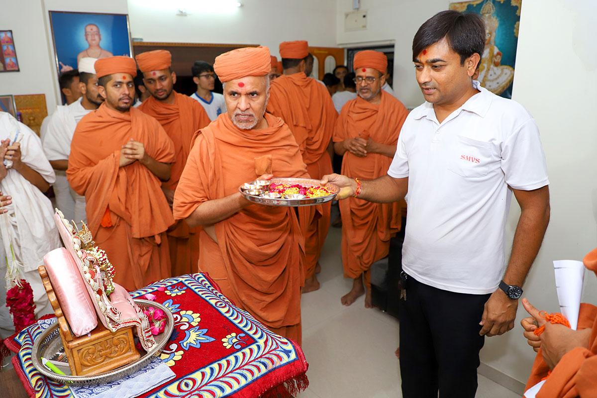 HDH Swamishri Padhramni - Vasna