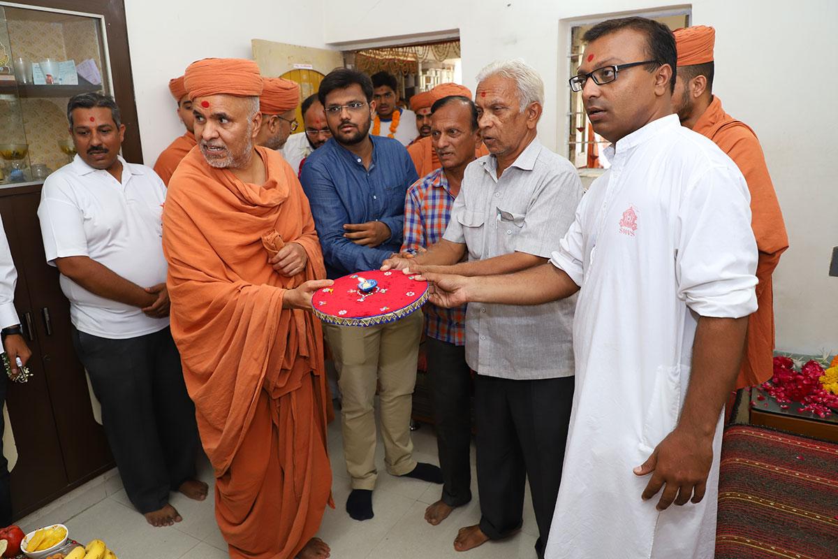 HDH Swamishri Padhramni - Satellite