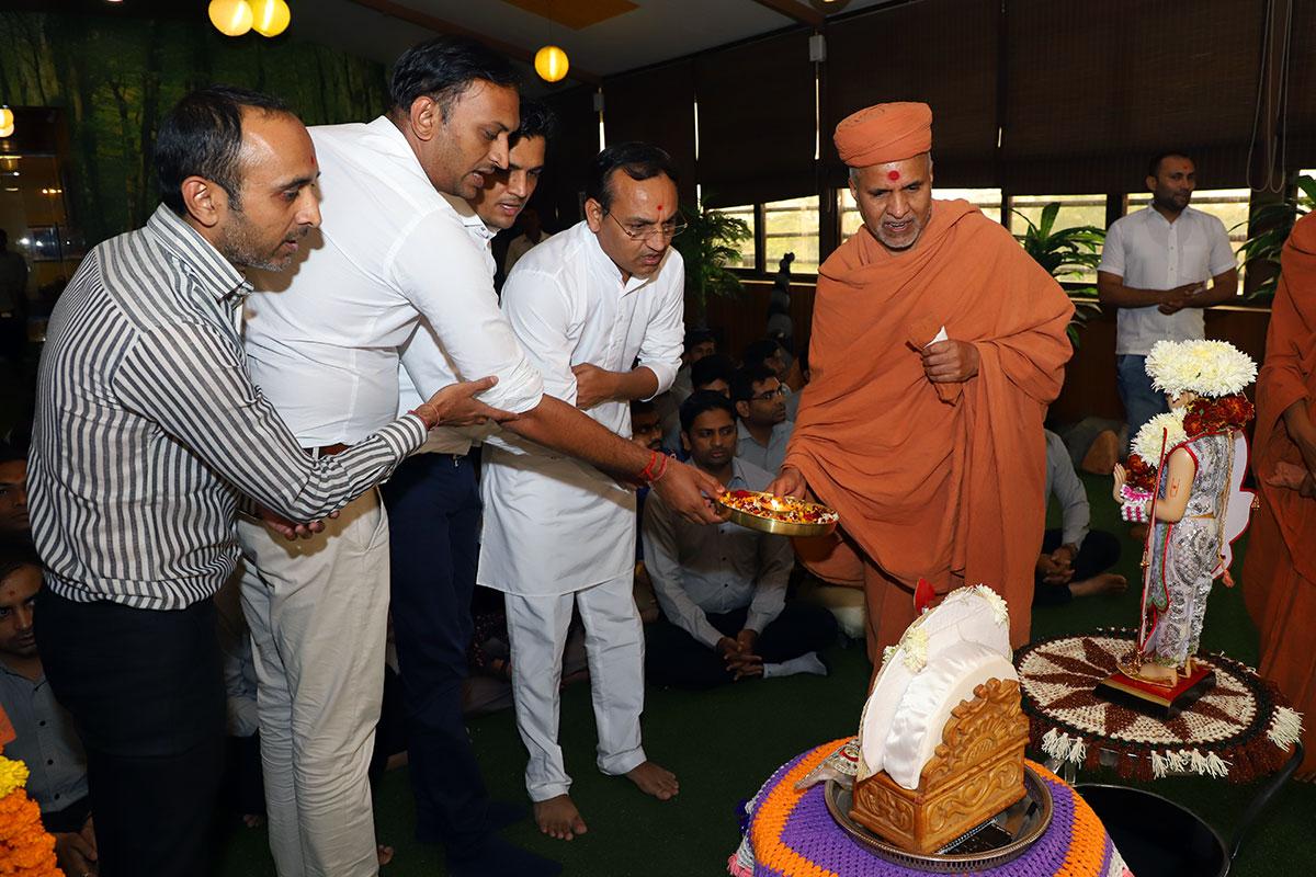 HDH Swamishri Vicharan - December 2019 (1st December to 15th December)