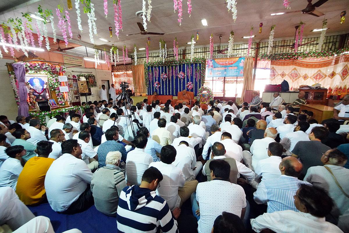 Mumbai - HDH Swamishri Pratah Sabha