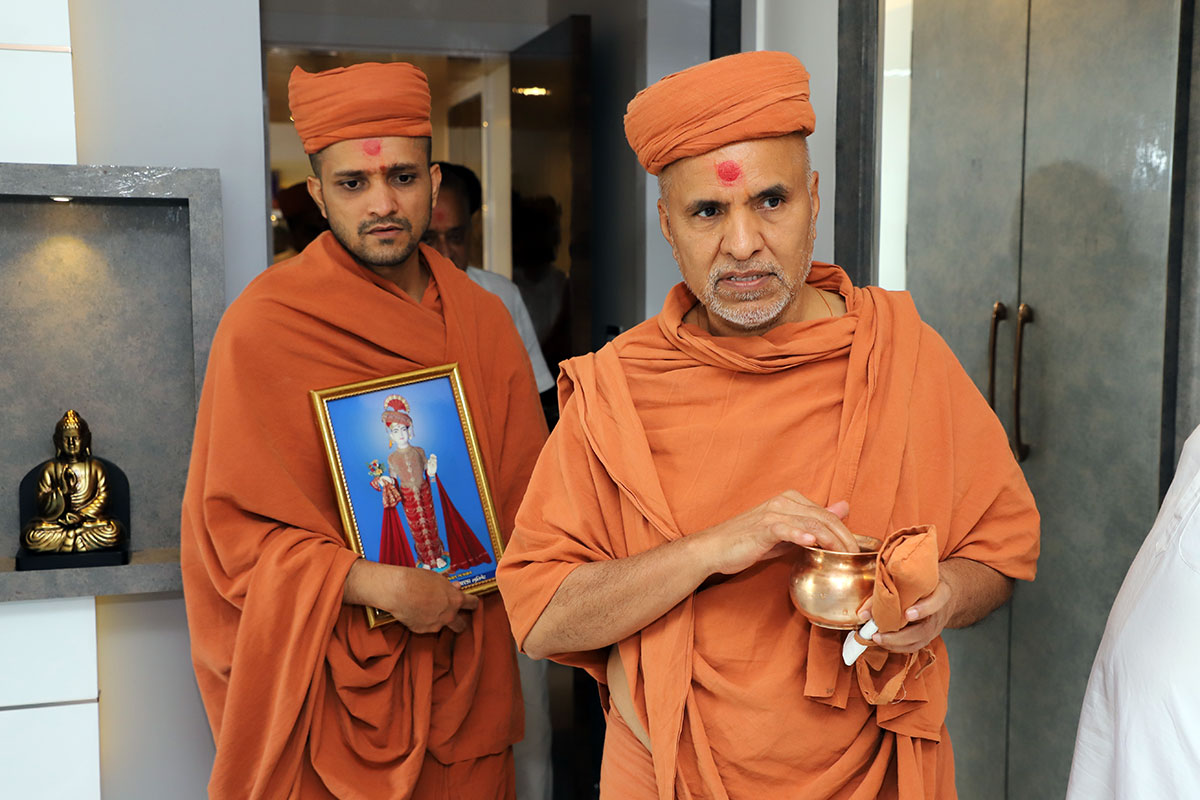 Mumbai - HDH Swamishri Padhramni