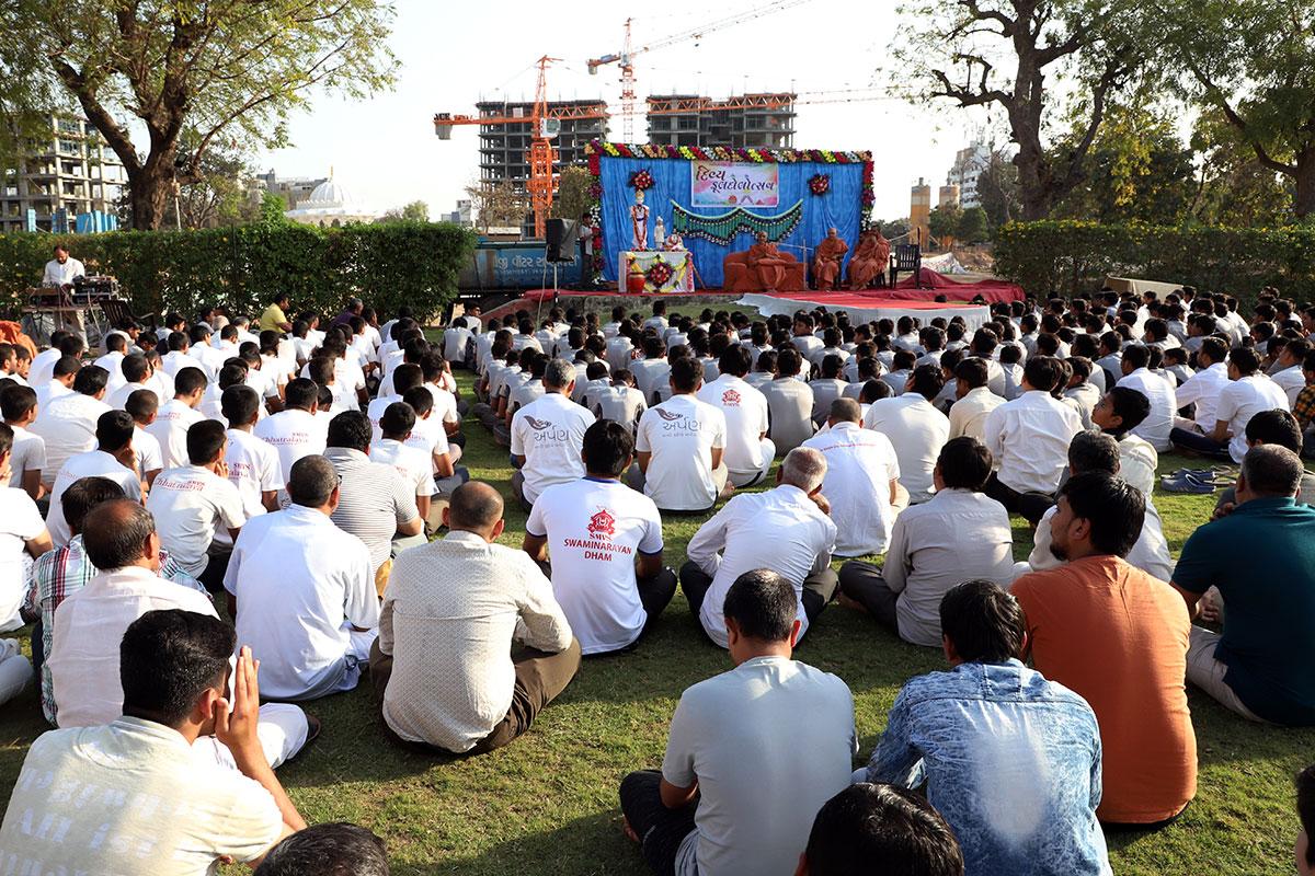 Fuldolotsav at Swaminarayan Dham Gurukul