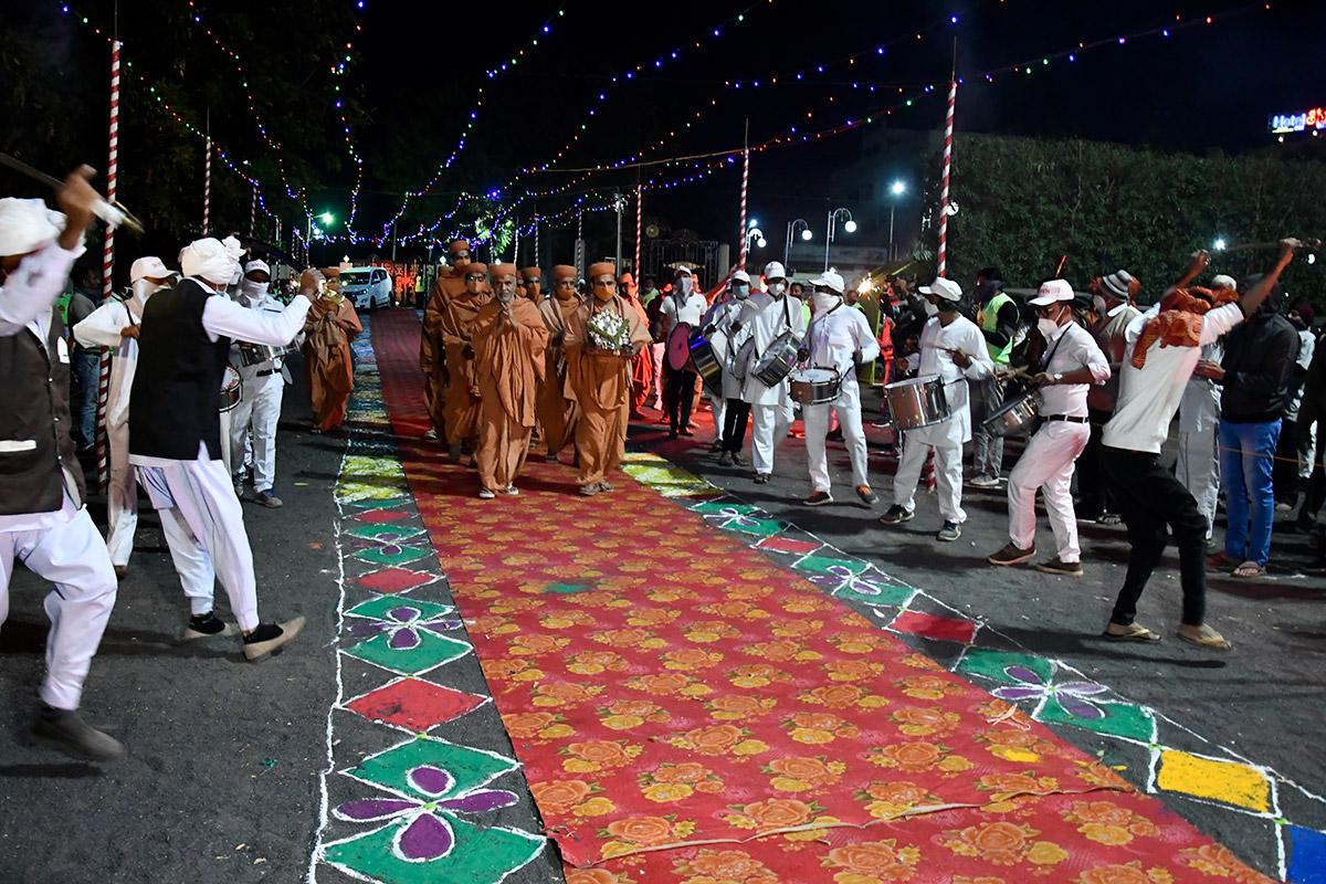 Surendranagar - HDH Swamishri Vicharan