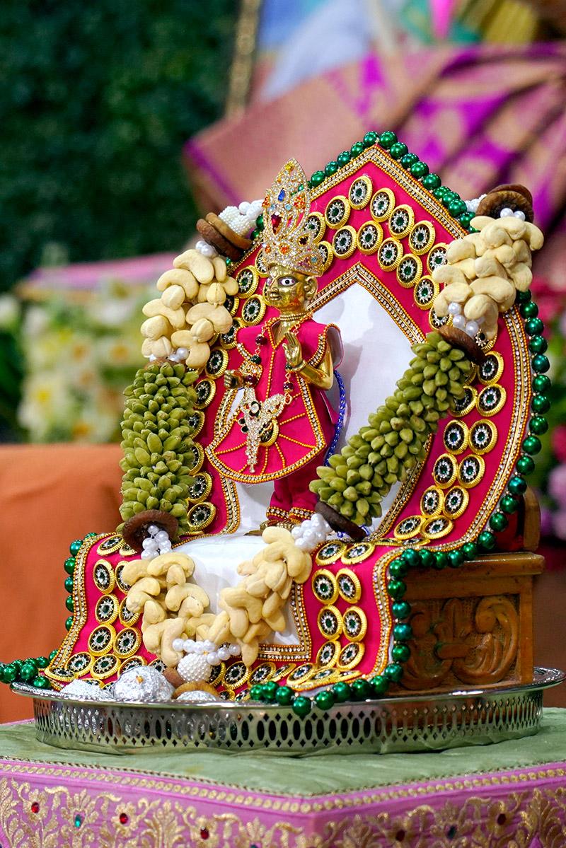 Surat - HDH Swamishri Vicharan