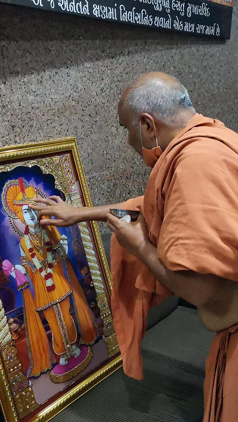 Murti Prasadi by HDH Swamishri