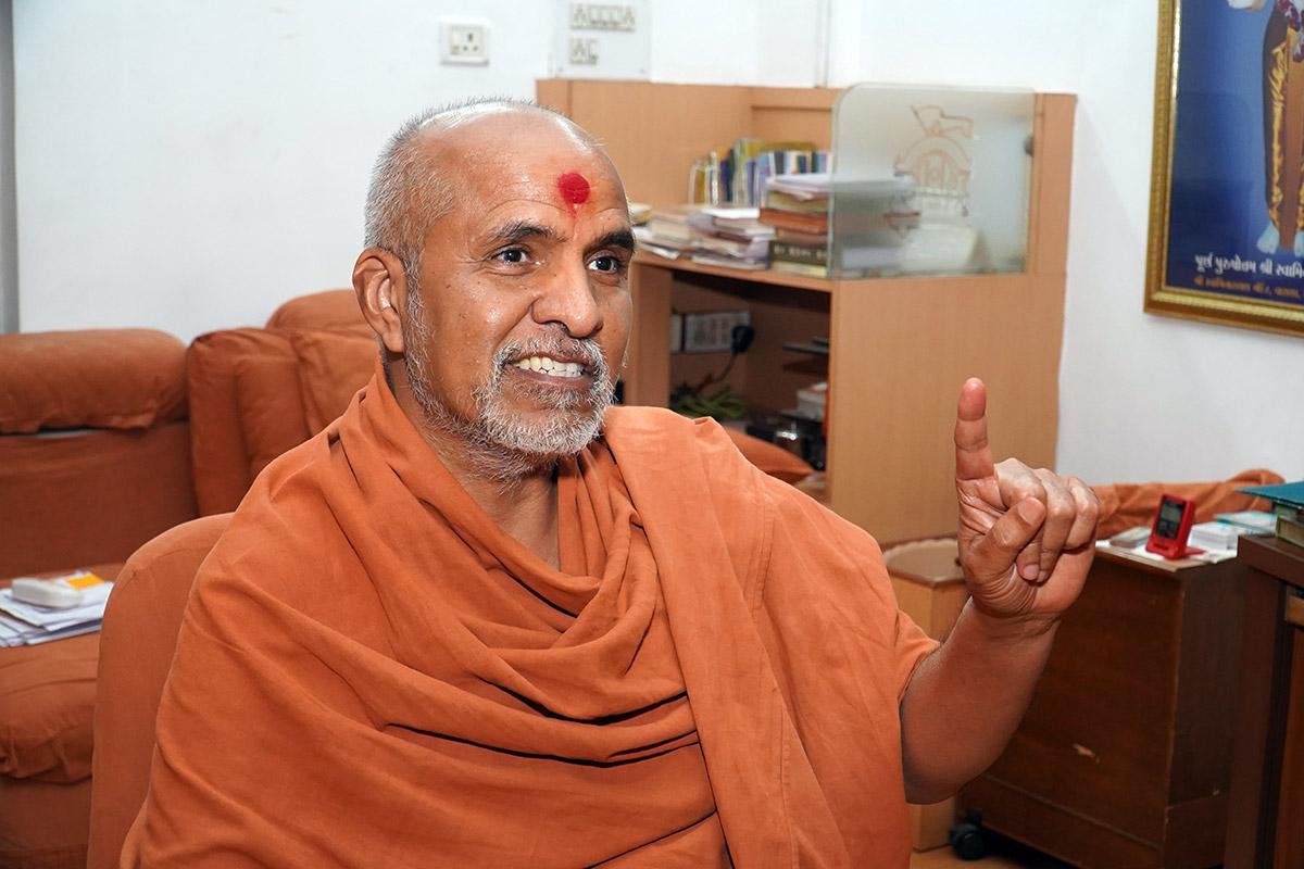 Sant Sabha by HDH Swamishri