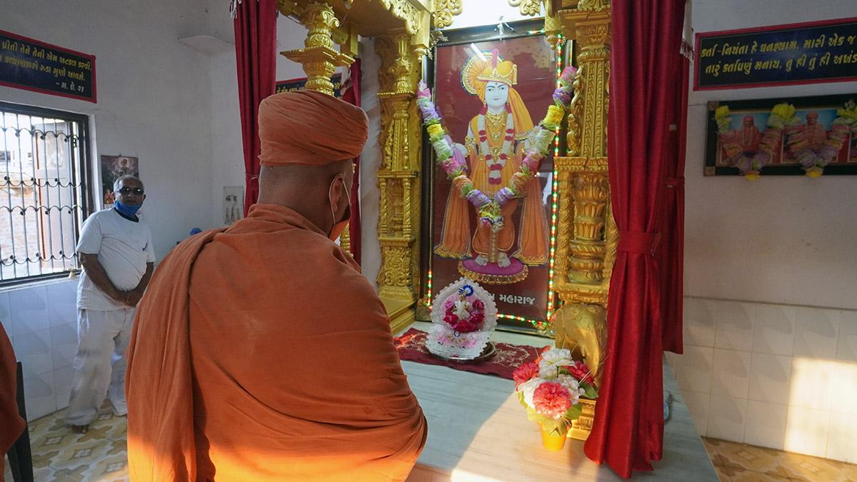HDH Swamishri Nani Sarsan Mandir Darshan