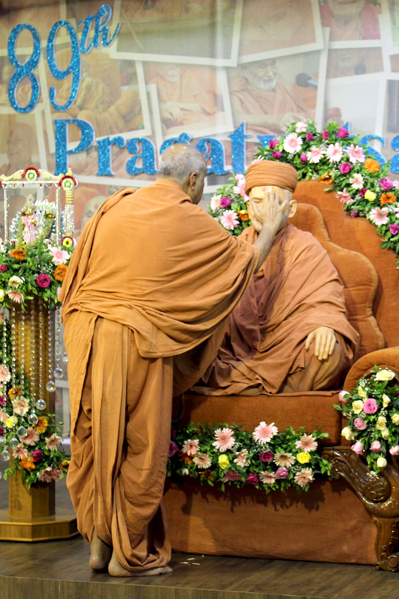 Gurudev HDH Bapji 89th Pragatyotsav Celebration