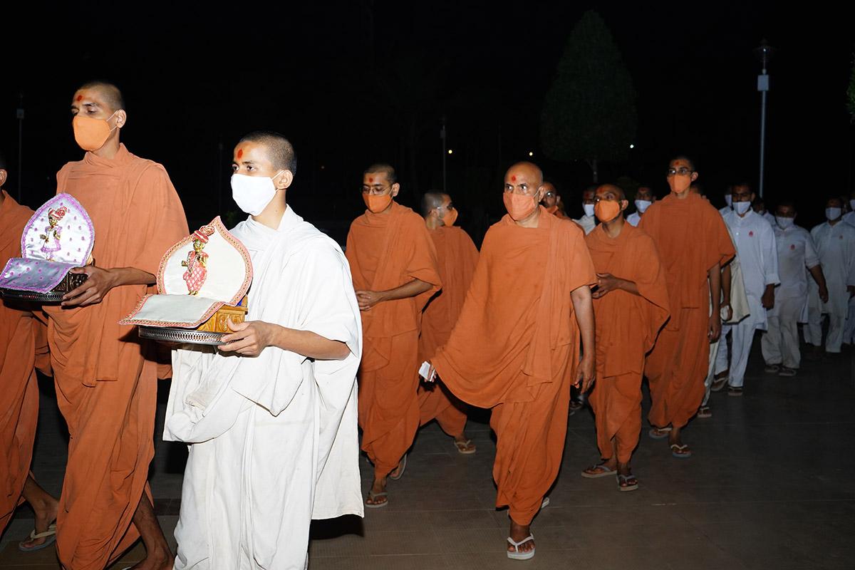 HDH Swamishri Nity Niyam
