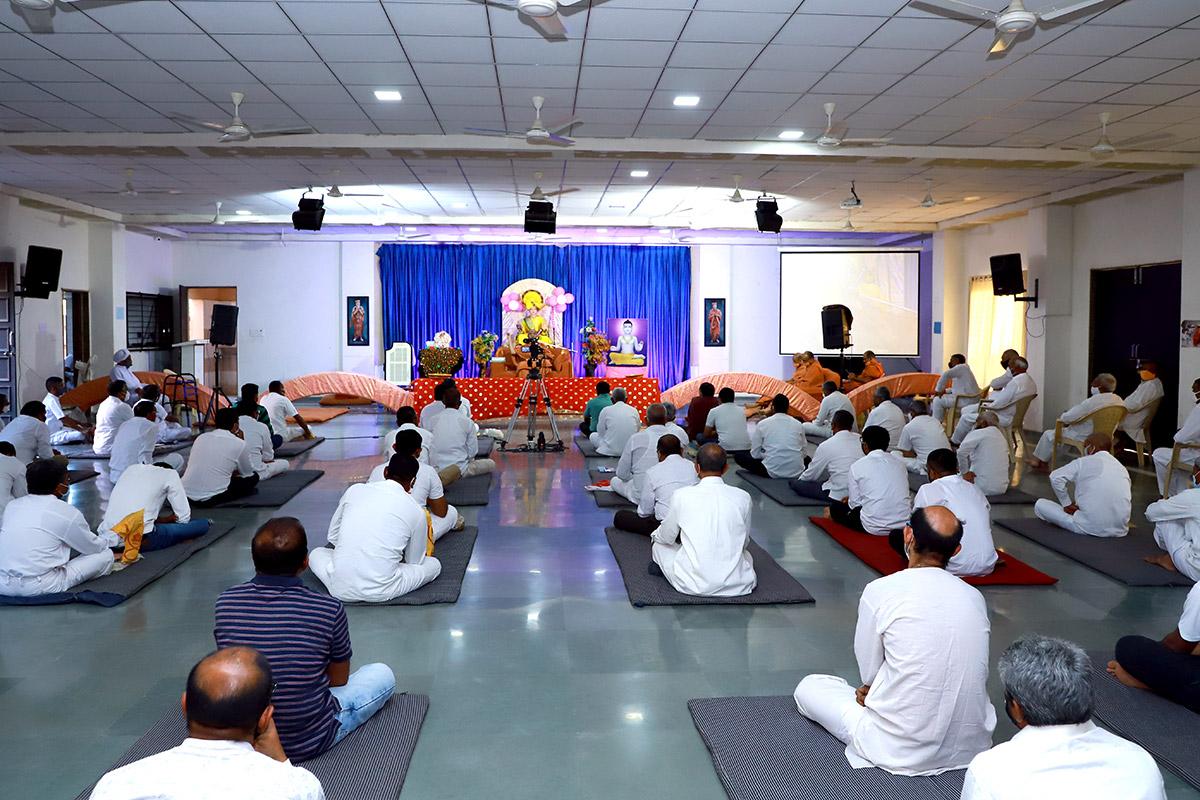 HDH Swamishri Vijapur Vicharan
