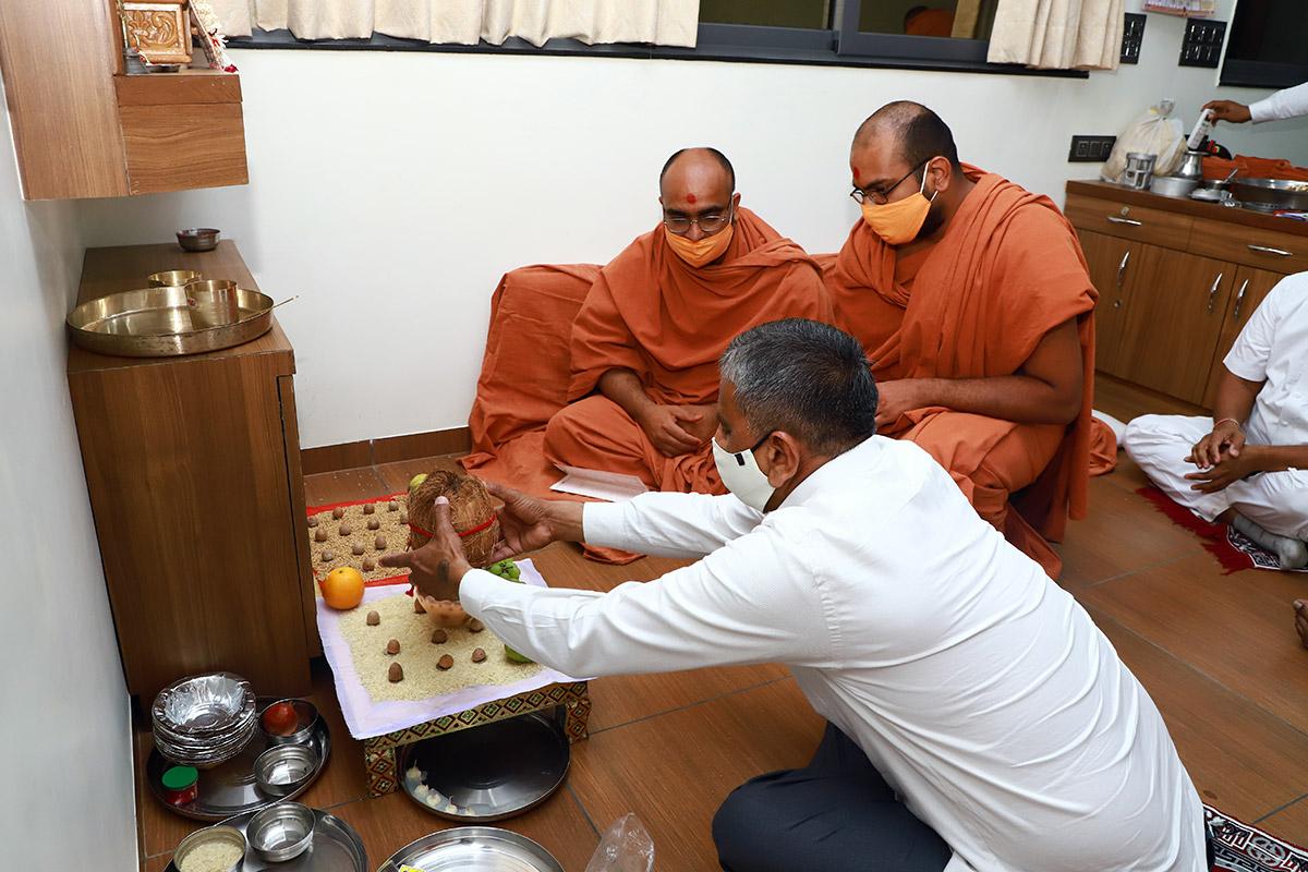 HDH Swamishri Vijapur Mahapooja